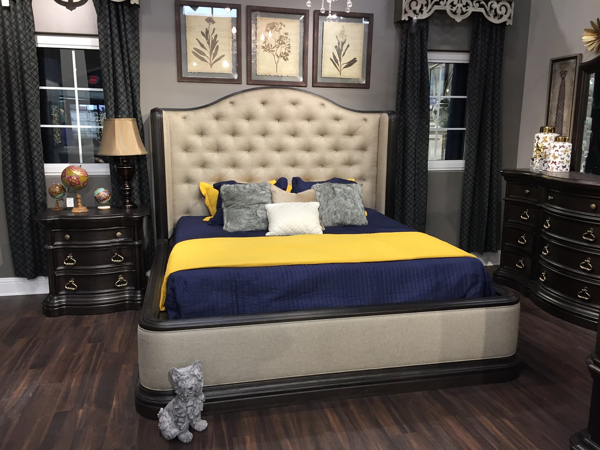 Stylishly Decorated Black Bedroom Set